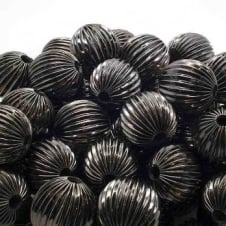 18mm Round Fluted Beads - Black Plated - 10pk